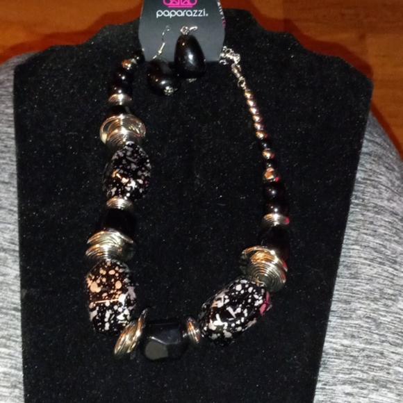 Paparazzi  black/silver  beaded 2 pc necklace set